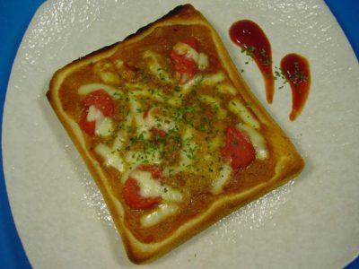 トマトカレーでピザトースト